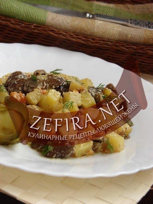 Картофель тушеный с грибами в сметанном соусе