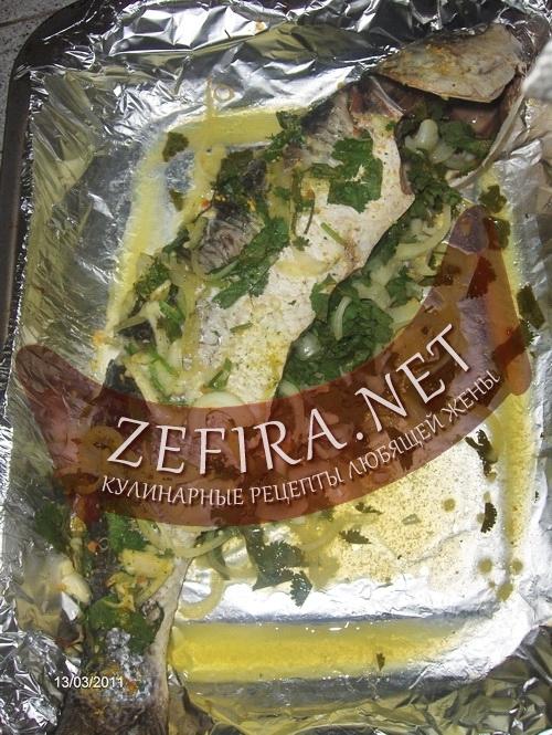 Рыба с зеленью, запеченная в духовке