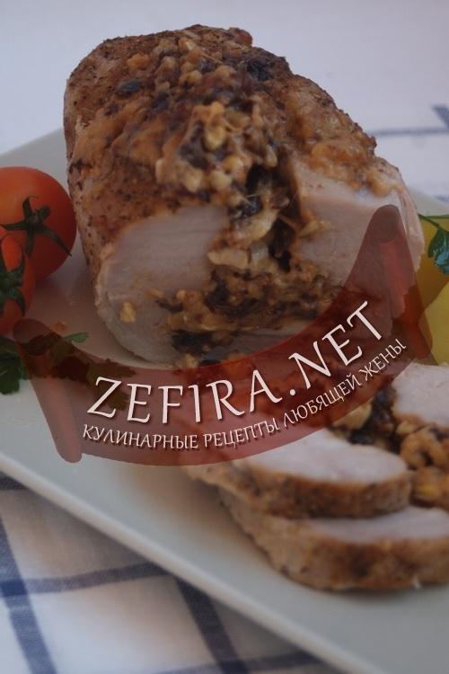 Запеченая свинина - рецепт приготовления вырезки с орехами, черносливом и сыром