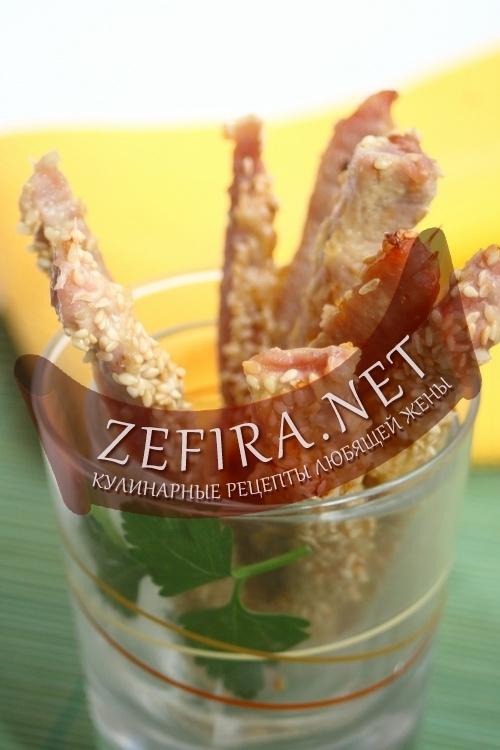 ...новую интересную закуску к пиву - мясо с кунжутом в виде палочек.