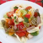 Салат с курицей и овощами (сельдерей, помидор, перец)