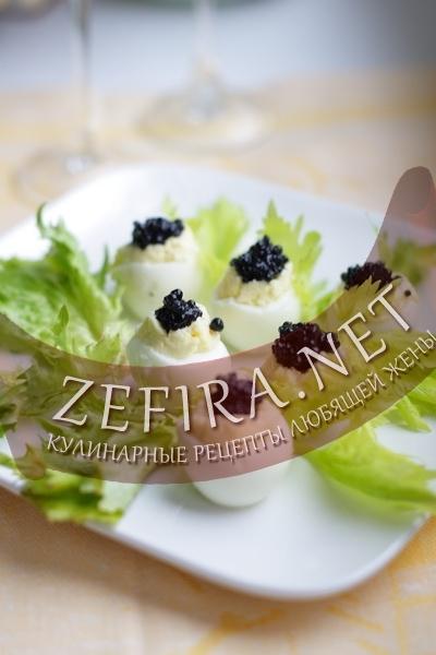 Яйца фаршированные сыром и икрой (фото)