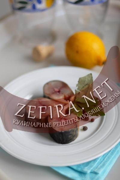 Скумбрия соленая с черносливом (фото)