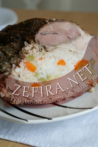 Фаршированная свинина с рисом и овощами (фото)
