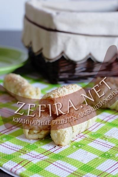 Слойки с сыром и крабовыми палочками (фото)