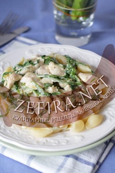 Макароны с курицей и шпинатом (фото)