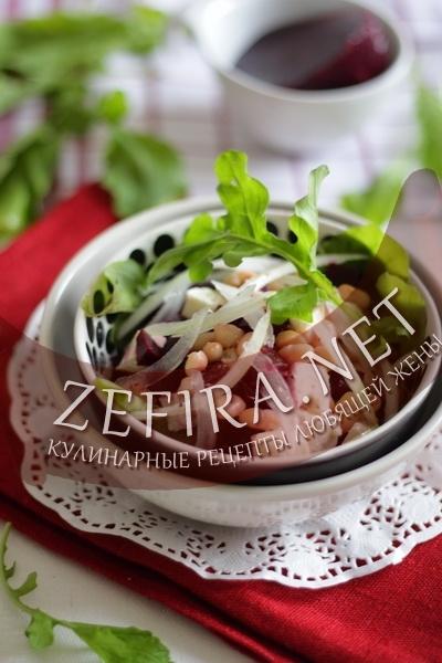 Салат со свеклой, сыром фета и фасолью