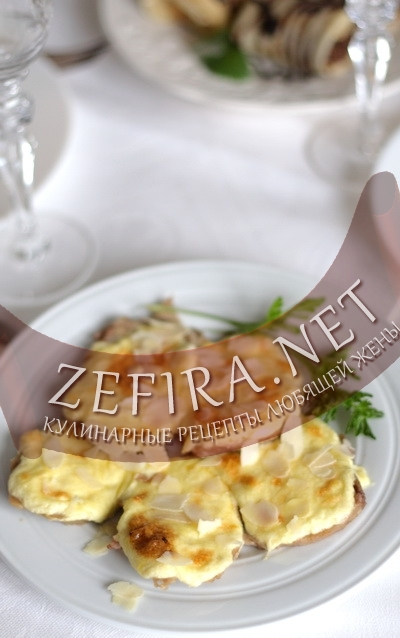 Горячая закуска из языка с сыром