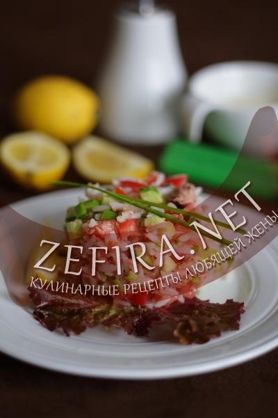 рецепт салата из тунца консервированного с помидорами