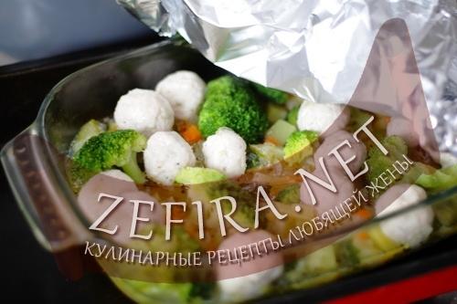 Овощи запеченые с фрикадельками из индейки (фото)