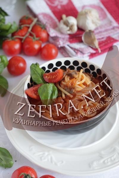 Спагетти с грибами в томатном соусе (фото)