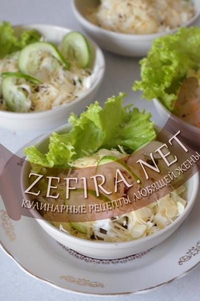 Салат с говядиной, грушей и огурцом