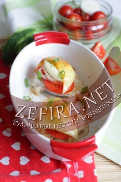 Рыба, запеченная с помидорами и яйцом