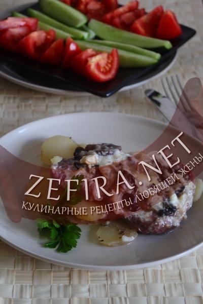 Свинина с картофелем и грибами под соусом