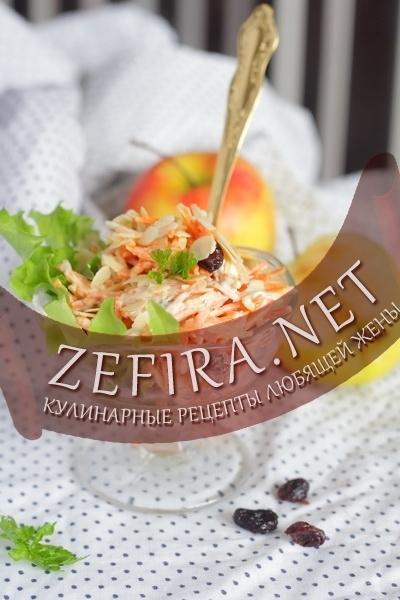 Салат из свежей моркови с яблоком и изюмом