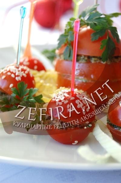 Фаршированные грецкими орехами и зеленью помидоры