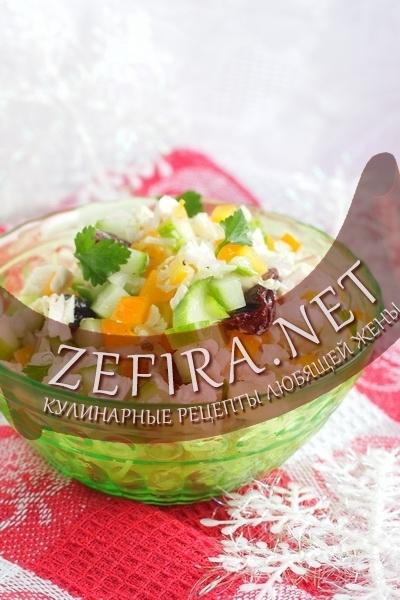 salat-iz-pekinskoj-kapusty-s-kopchenoj-kuricej
