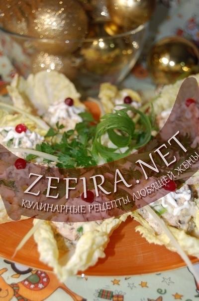 Салат из консервированного тунца с корнишонами