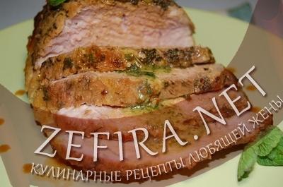 Запеченная в духовке свинина с мясом