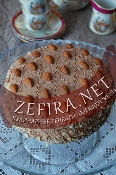 Торт с какао и миндалем