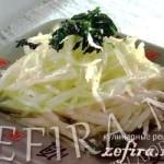 Салат из дайкона с чесночным соусом