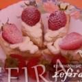 Рецепт воздушных слоеных мини-пирожных с клубникой