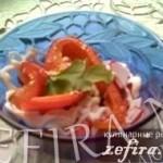 """Салат с крабовыми палочками и сладким болгарским перцем """"Сердцеедка"""""""