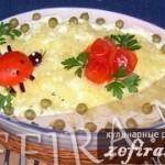 Салат «Полянка» с курицей, вешенками и ананасами
