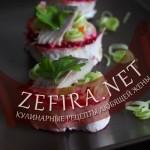 Классический салат «Cеледка под шубой» — новогодняя подача