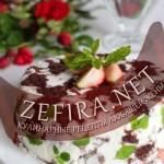 Шоколадный торт с клубникой и творожно-сливочным желе