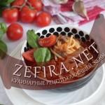 Спагетти с грибами и чесноком в томатном соусе