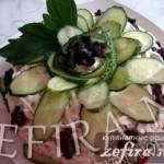 Торт-салат с куриной грудкой и черносливом «Фигаро»