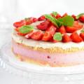 Бисквитный торт с клубничным суфле в мультиварке - рецепт