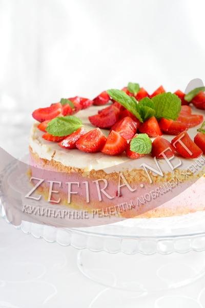 Бисквитный торт с клубничным суфле в мультиварке - рецепт и фото