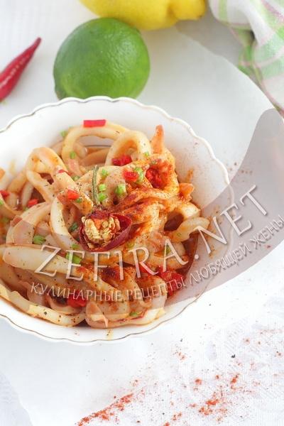 Кальмары жаренные с чесноком, имбирем и паприкой - рецепт и фото