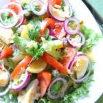 Сытный салат с печеным картофелем и овощами