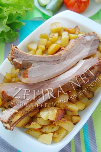 Картошка с грудинкой, запеченные в духовке - рецепт и фото