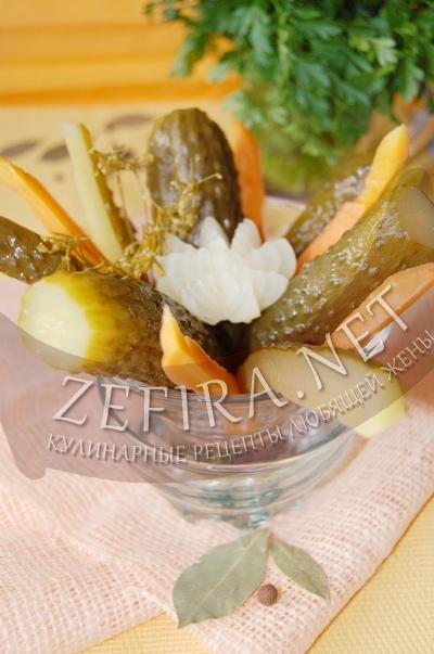 Огурцы, маринованные с луком и морковью - заготовка огурцов на зиму с фото
