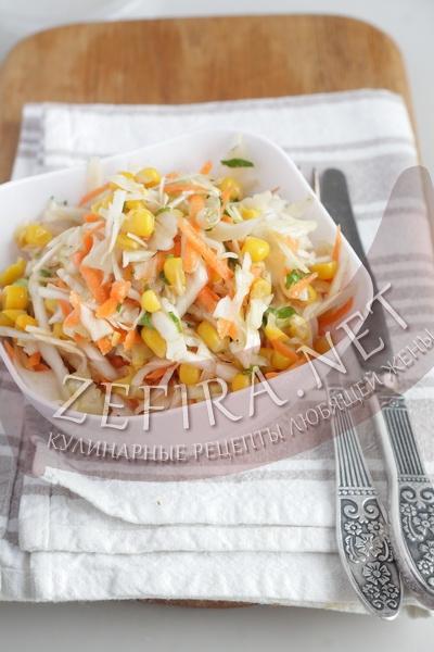 Салат из свежей капусты с морковью, кукурузой, сельдереем