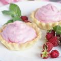 sladkie-pesochnye-tartaletki-s-malinovym-kremom-mini