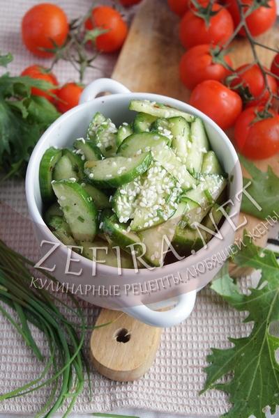 Пикантный салат со свежими огурцами - рецепт и фото