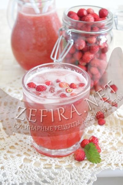 Прохладительный напиток с земляникой - рецепт и фото