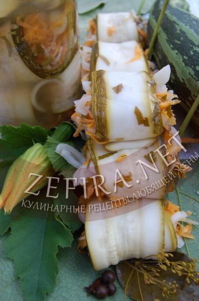 Рулетики из кабачков с овощами в маринаде - рецепт и фото