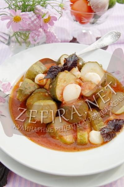 Консервированные огурцы в томате – салат на зиму (рецепт и фото)