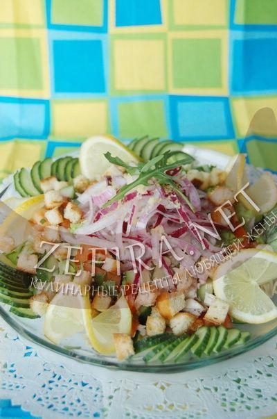 Салат с курицей, помидорами и сухариками - рецепт и фото