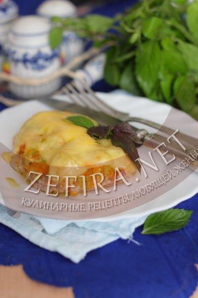 Cвинина, запеченная с кабачками под сыром - рецепт и фото