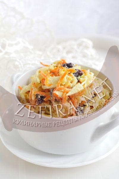 Салат из капусты с курицей и изюмом - рецепт и фото