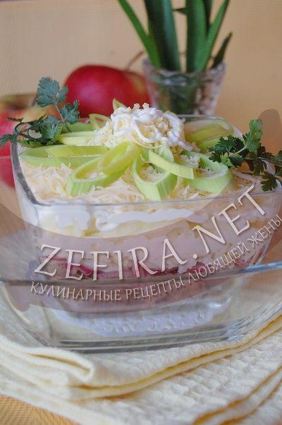 Слоеный салат из куриной печени с яблоком - рецепт и фото
