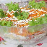 Салат с курицей, корейской морковью и перцем