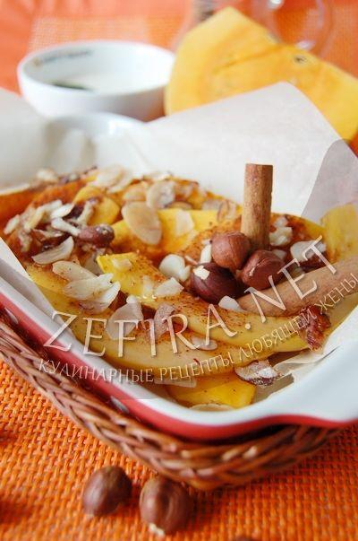 Тыква с медом, корицей и орешками, запеченная в духовке кусочками - рецепт и фото